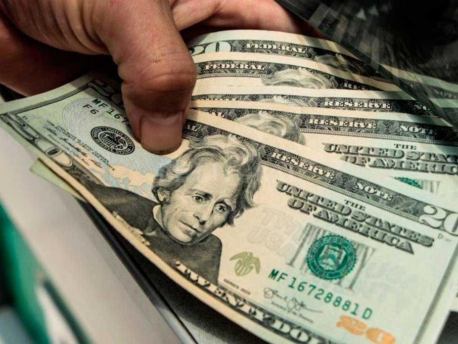 El dólar subió 66 centavos en la semana previa a las PASO