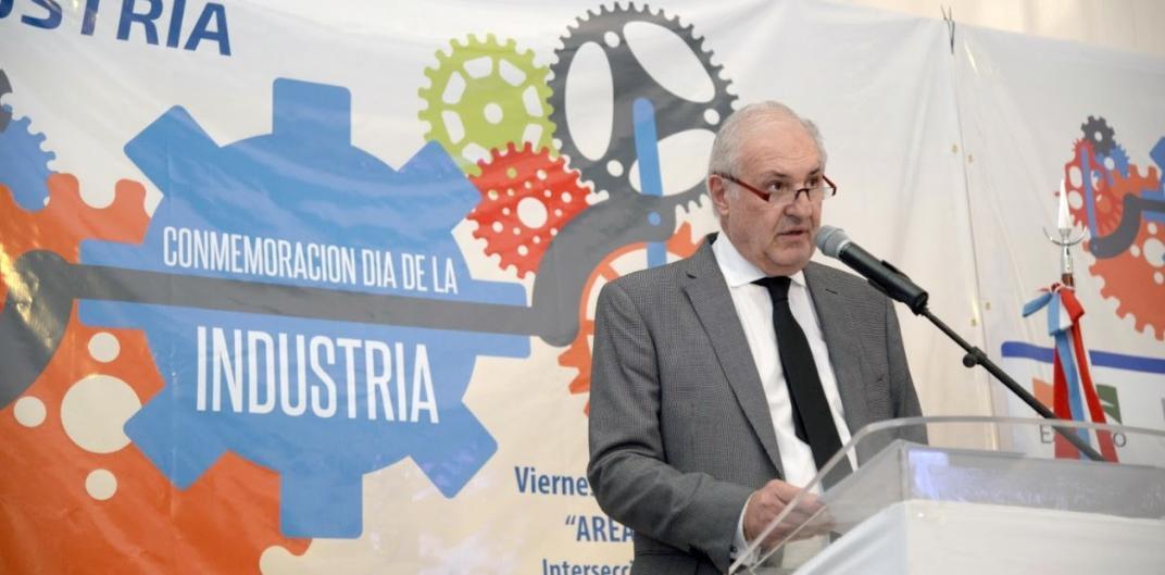 Desde la UIA calificaron a Sica como ministro de «desindustrialización»