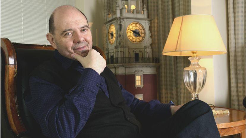Carlos Rottemberg: «En el teatro estamos con una luz roja»